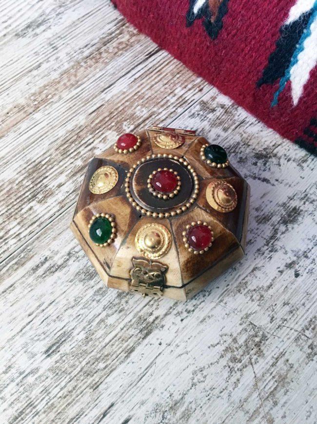 "Caja de Hueso Hexagonal ""Jewels of the Desert"""
