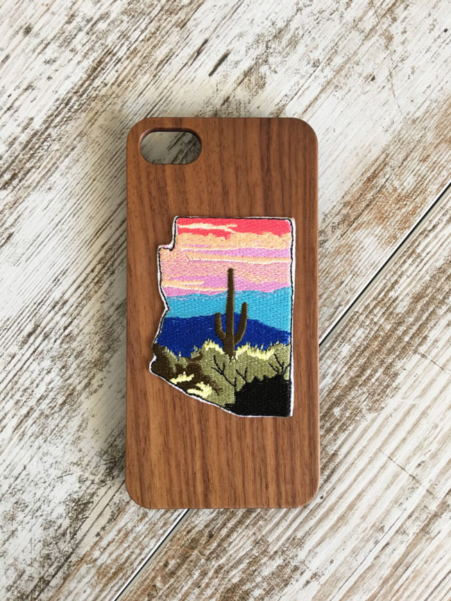 Funda de madera con parche de cactus Arizona, Funda de madera de nogal, funda con parche de cactus, funda de cactus, funda iPhone madera de nogal, funda de iPhone 7, funda de iPhone 8, funda de iPhone 7s, funda de iPhone 8s, funda para iPhone saguaro, funda para iPhone arizona, parche arizona, arizona patch, arizona lover, carcasa pasa iPhone arizona, arizona phonecase, saguaro phonecase, estado de arizona