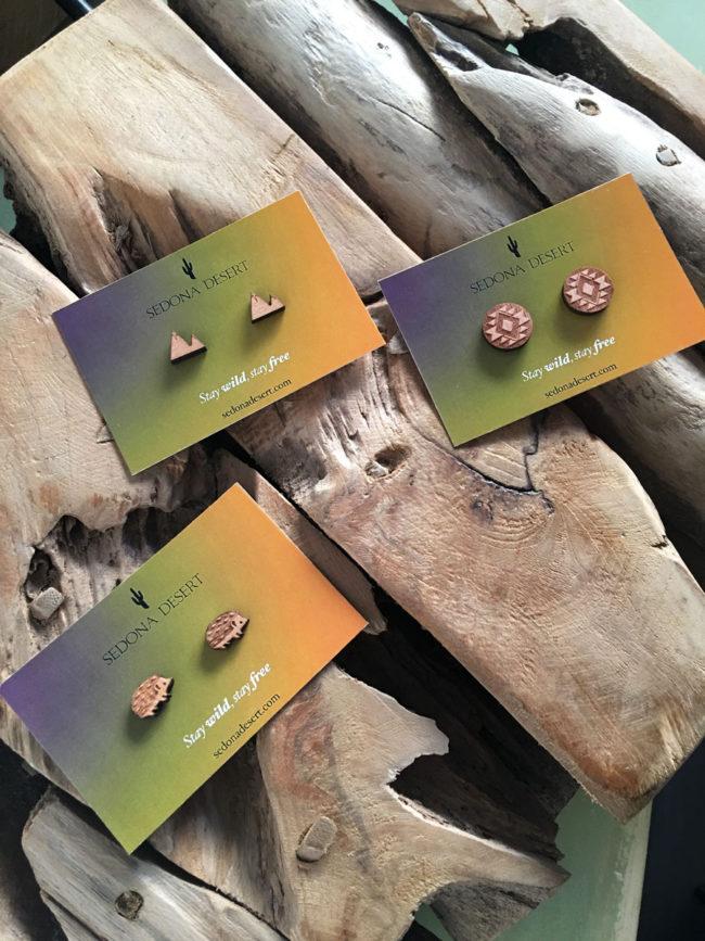 Pendientes de madera con forma de montañas, pendientes montañas, pendientes botan picos, pendientes madera, pendientes naturaleza, tendencia montañas, mountain stud earrings, pendientes naturaleza, pendientes hipoalergenicos
