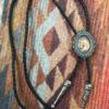 Corbatin Bolo Vaquero con Medallón de Caballo, corbata bolo, lazo vaquero, corbatín vaquero, moda cowgirl, moda cowboy, moda vaquera, joyas caballo, caballo dorado