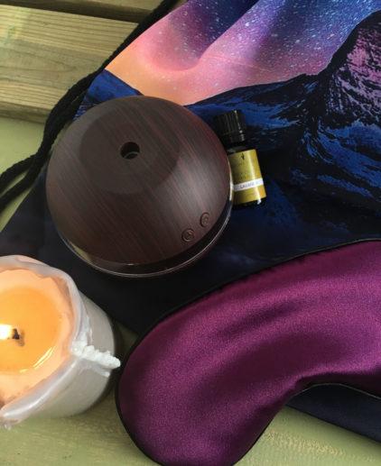 Easy Relax Travel Kit - Kit de viaje, kit de viaje, kit de viaje para dormir, kit relajante de viaje, antifaz de viaje seda, tapones oídos, difusor de aromas compacto de viaje, aceite esencial de lavanda
