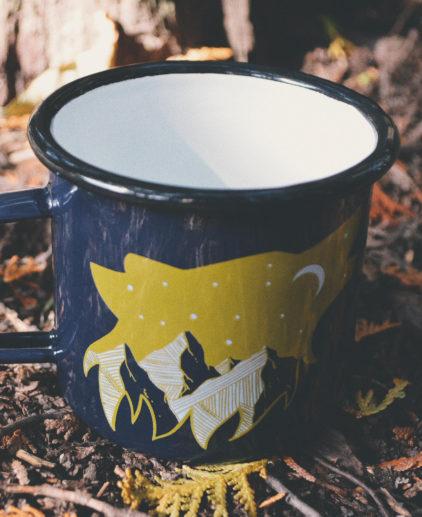 Taza de Camping con Lobo, Montaña y Luna, taza de camping, camping muy, taza lavada, taza esmaltada, taza de calidad, taza original, fans de lobos, taza aventuras, taza naturaleza