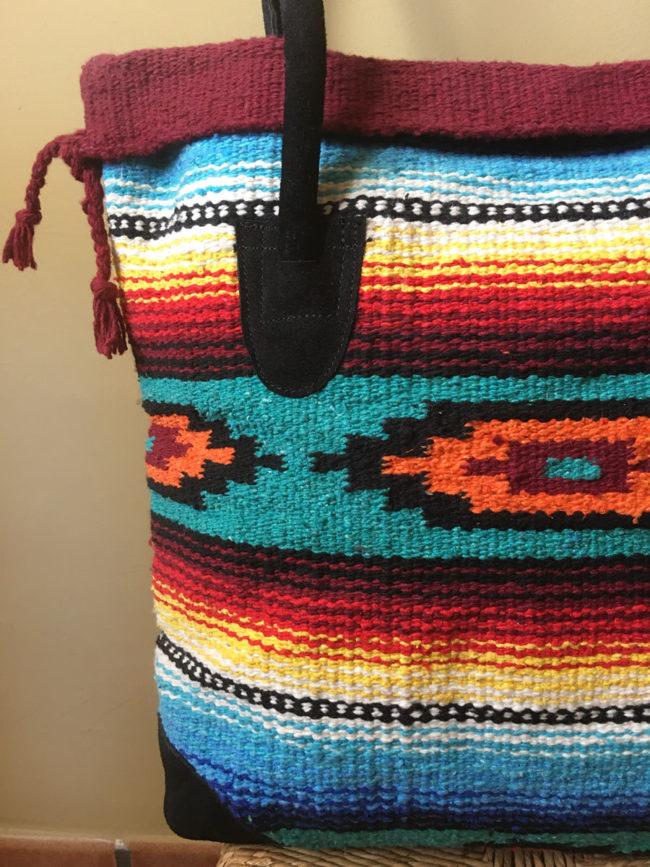 Bolso Tribal Tejido a Mano Azul, rojo y naranja ¨Hopi¨, bolso estilo boho, bolso tribu, estilo indio, bolso estilo nativo americano, bolso estilo mexicano, bolso bohemio, bolso western, bolso hippie invierno, bolso clásico moderno, bolso tonos tierra, bolso boho rojo