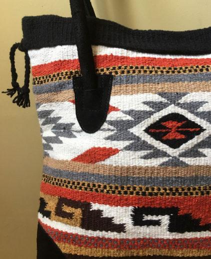Bolso Tribal Tejido a Mano tonos grises y anaranjados ¨Buena Vista¨, bolso estilo boho, bolso tribu, estilo indio, bolso estilo nativo americano, bolso estilo mexicano, bolso bohemio, bolso western, bolso hippie invierno, bolso clásico moderno, bolso tonos tierra, bolso boho marrón