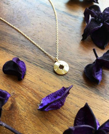 Colgante Brújula Dorada Time Will Tell, cadena brújula dorada, cadena brújula oro, colgante dorado de brújula