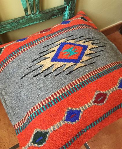 Funda de cojin Tribal Tejida a Mano Sioux, cojin indio, cojin nativo americano, cojin motivos aztecas, cojin motivos navajos, cojin dibujo tribal, cojin tejido a mano, cojin artesanal