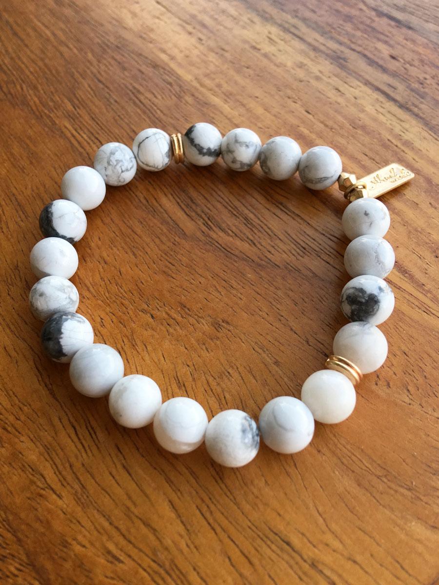 Pulsera de Piedra Blanca Minooka, pulsera boho, pulsera bolas boho, pulsera bohochic, pulseras hippiechic, pulsera mármol, mármol