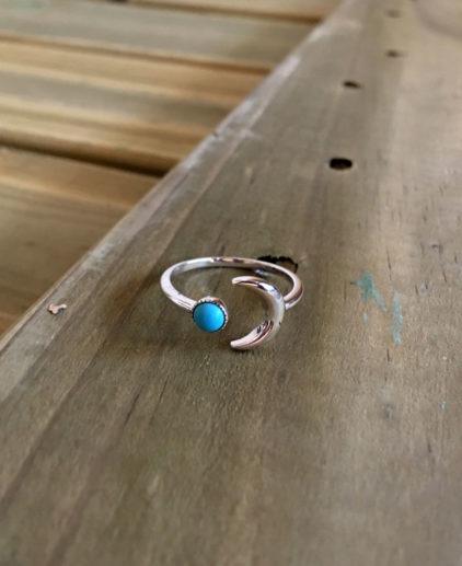 Anillo Naja, anillo de luna y turquesa, anillo de luna de plata, anillo de luna creciente y turquesa, anillo de luna de plata de ley, anillo plata delicado, anillo fino, anillo delicado plateado, anillo de turquesa, anillo bohochic, anillo boho