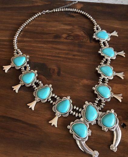 Collar Native Allure, collar squash blossom, collar flor de calabaza, collar nativo americano, collar de turquesas, collar navajo, joyeria navajo, collar grande, collar impresionante, collar bohochic, collar boho festival, collar coachella