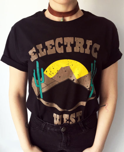 Camiseta Electric West, camiseta western, camiseta del oeste, camiseta country, camiseta rock, camiseta negra rockera, camiseta suroeste americano, camiseta festival country, camiseta coachella, camiseta cactus