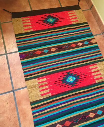 Alfombra Rojo y Beige Tejida a Mano Crimsonvale , alfombra nativoamericana, alfombra india, alfombra tribal, alfombra dibujo western, alfombra country, alfombra estilo suroeste americano, alfombra estilo bohemio, alfombra estilo bohochic, decoración bohochic, decoración country, alfombra rústica
