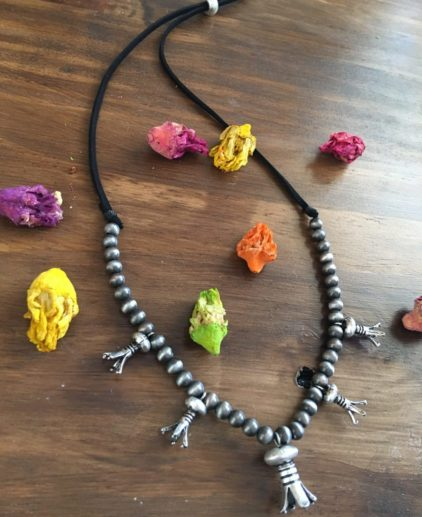 Collar Plata Antigua Rocky River, collar squash blossom, collar fror de calabaza, collar nativo americano, indio americano, boho, westernchic, collar plata antigua, joyas en nativas, perlas navajo, collar de perlas navajo, navajo pearls